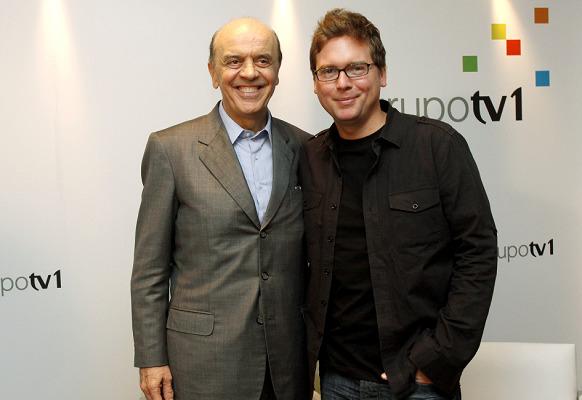 O Gov. de SP José Serra e um dos criadores do Twitter no evento agenda do futuro, promovido pelo Grupo TV1.